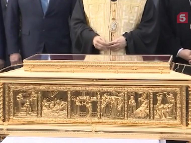 Полмиллиона верующих поклонились мощам Николая Чудотворца вПетербурге