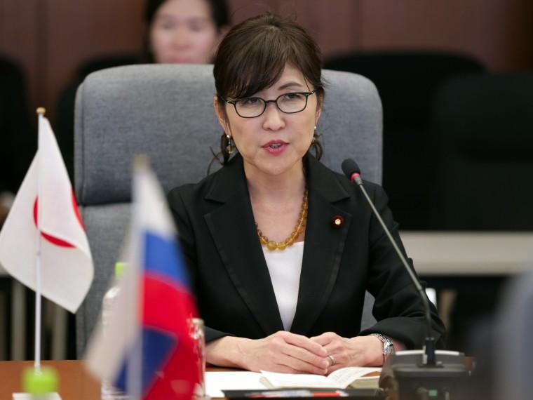 Министр обороны Японии ушла вотставку