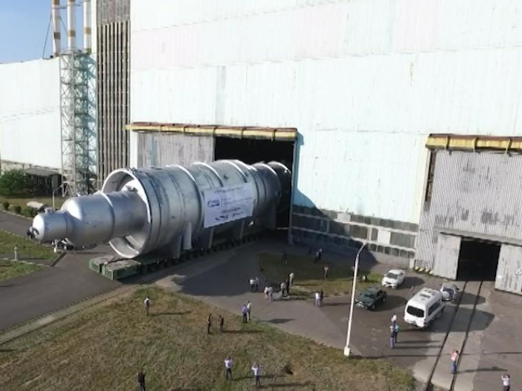 Чтобы переместить 518-тонную атомную колонну вВолгодонске пришлось демонтировать целый участок