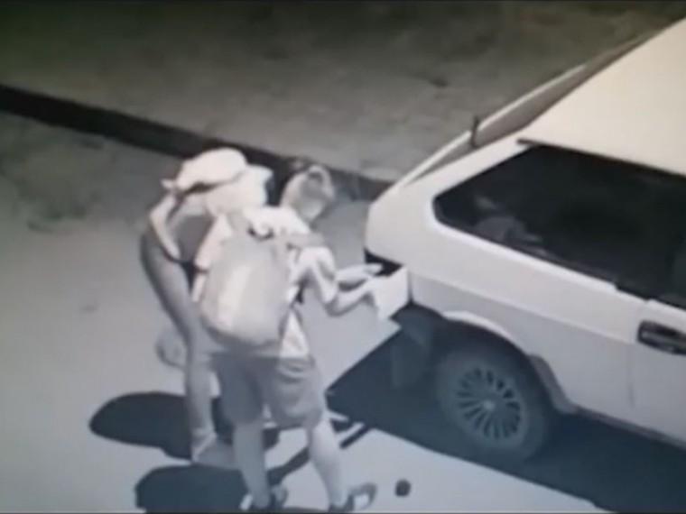 Малолетние поджигатели машин попали навидео
