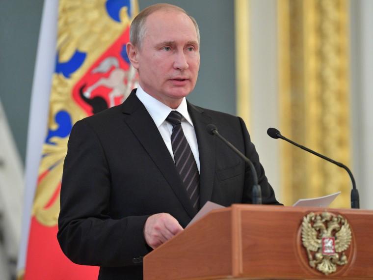 Россия способнажёстко ответитьСША, ноделать этого пока нестанет— Путин овысылке дипломатов
