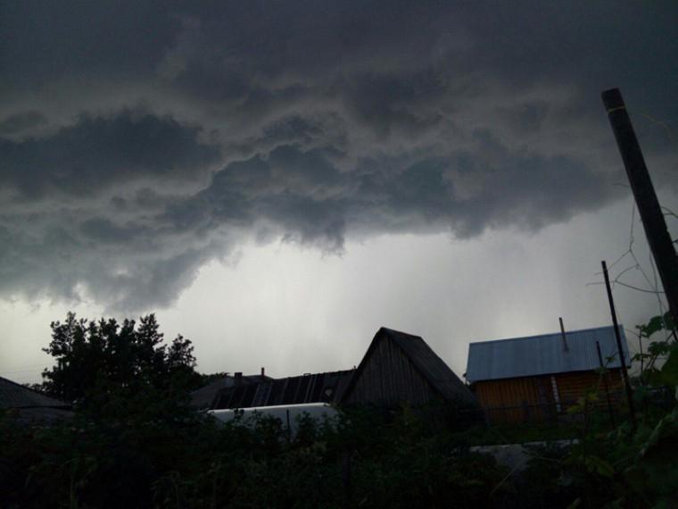 Из-за плохой погоды вКировской иКостромской областях остались без электроснабжения 16 тысяч потребителей