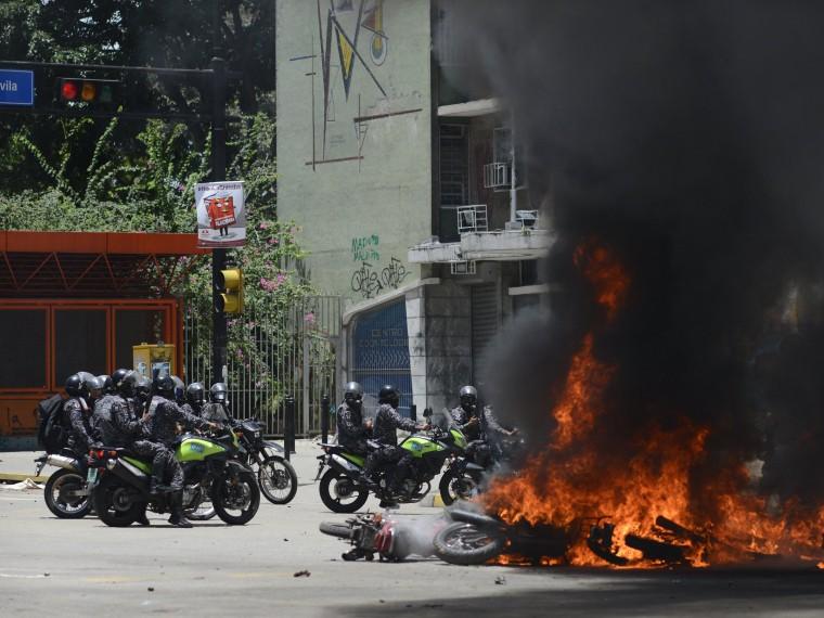 Привзрыве бомбы вКаракасе получили ранения семеро полицейских