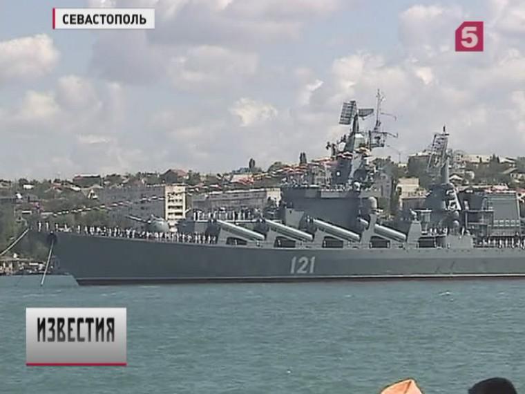 Парады вчесть дня ВМФ прошливСевастополе иВладивостоке