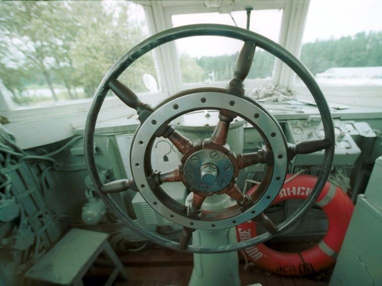 Теплоход «Александр Скрябин» протаранил Адмиралтейскую набережную вПетербурге