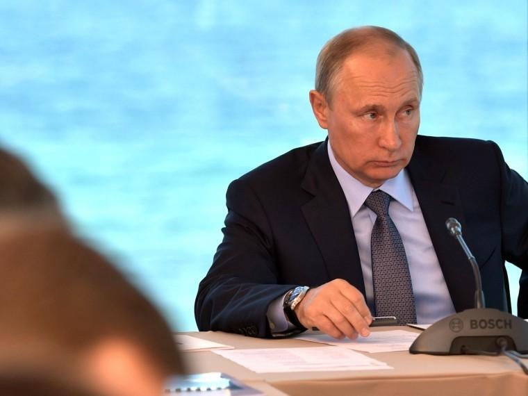 Владимир Путин поручил перевести расчёты запортовые услуги издолларов врубли