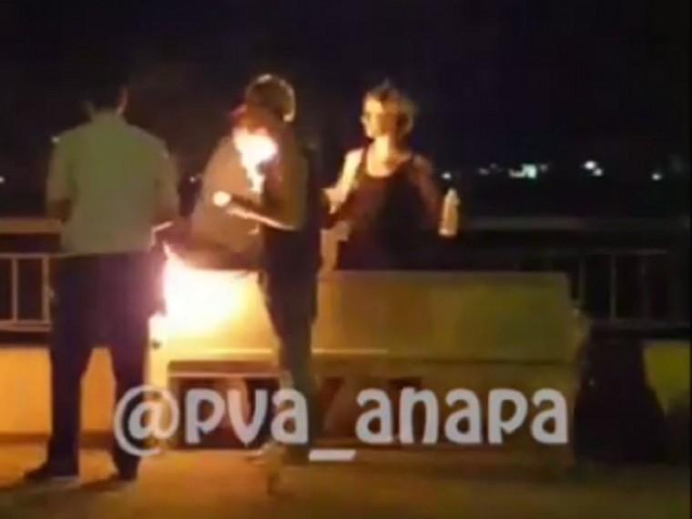 Артисты уличного фаер-шоу пытались поджечь полицейского вАнапе