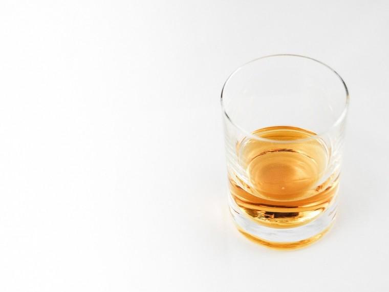 Учёные доказали, что разбавленный виски вкуснее