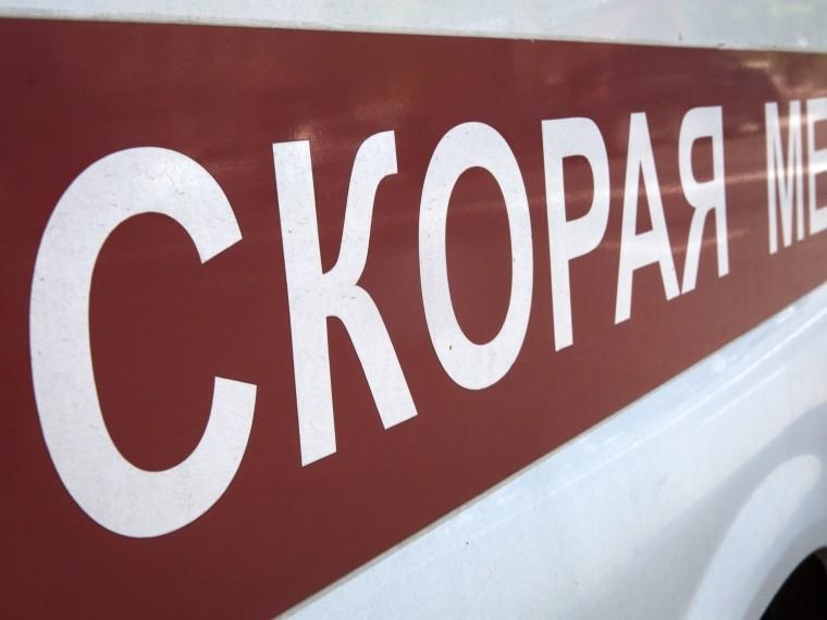 Кровельщик упал скрыши торгового павильона наюге Петербурга