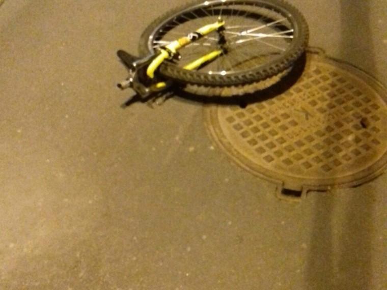 Встрашной аварии вПетербурге погиб велосипедист