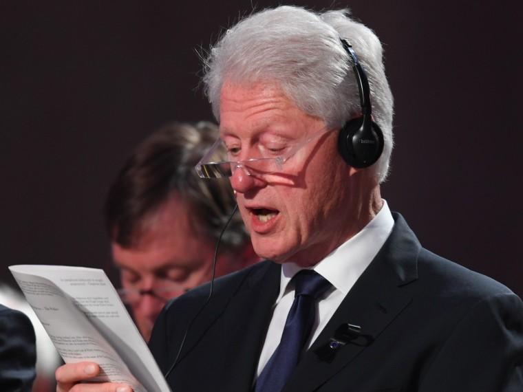 Украинские психиатры хотят заменить Петра Порошенко Биллом Клинтоном