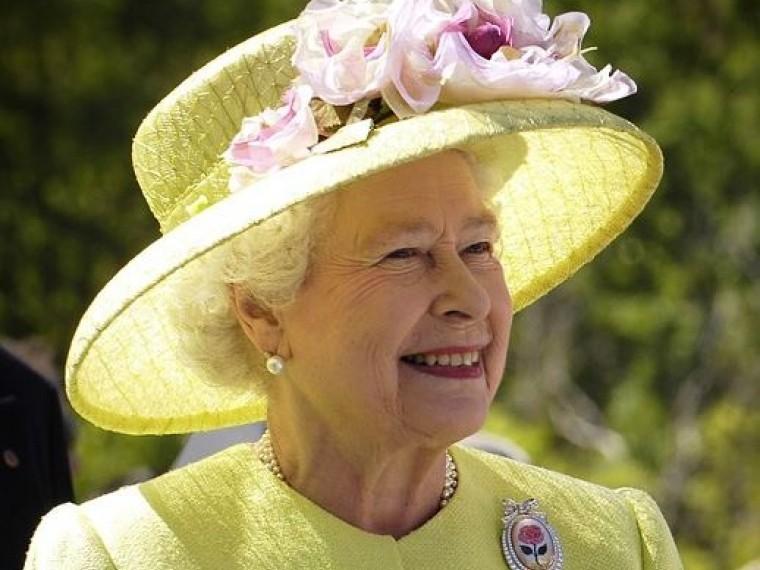 Чарльз подождет: Елизавета IIнесобирается покидать трон