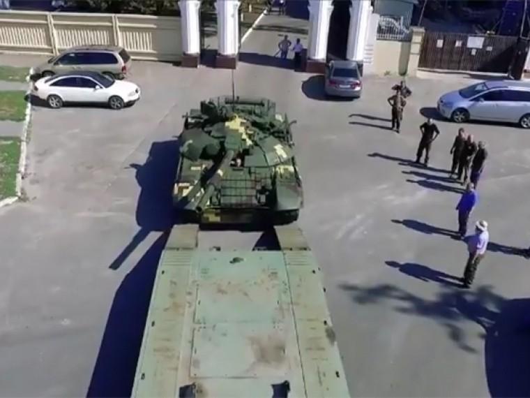 Петр Порошенко похвастался незаконно модернизированным советским танком