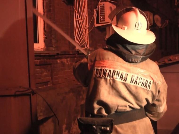 Спасатели продолжают работы попроливке конструкций после пожара вРостове-на-Дону