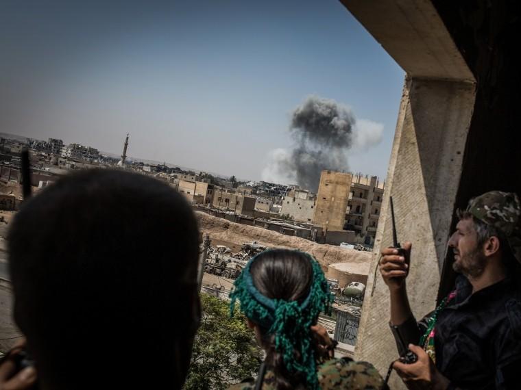 Как минимум78мирных жителей погибли врезультате авиаудара международной коалиции вСирийской Ракке