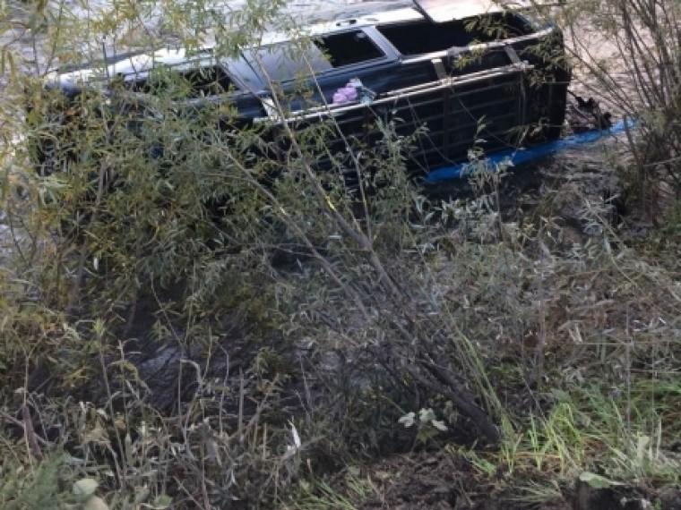 Микроавтобус упал вреку наюге Красноярского края