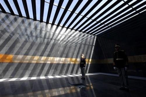 Эстрадная певица Ксоня разделась около мемориала жертвам Холокоста вБухаресте