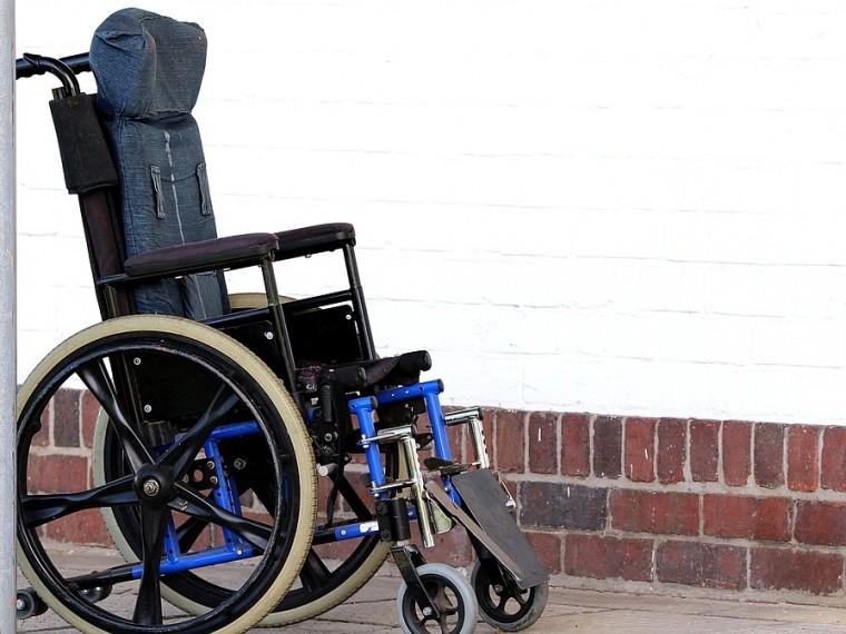 петербургской школе учительница пустила урок первоклассницу инвалидной коляске