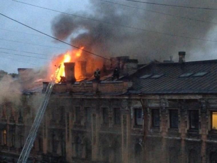 Стали известны подробности пожара вжилом доме-памятнике вцентре Петербурга