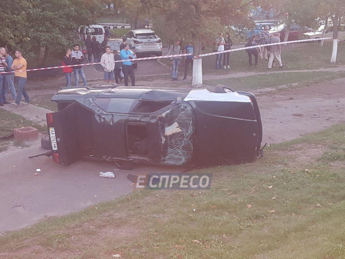 Жуткое ДТП вКиеве: БМВ пару раз перевернулся ираздавил водителя