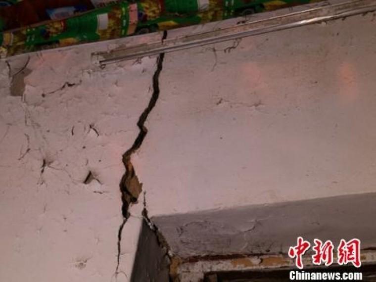 Появилось первое видео после землетрясения насеверо-западе Китая