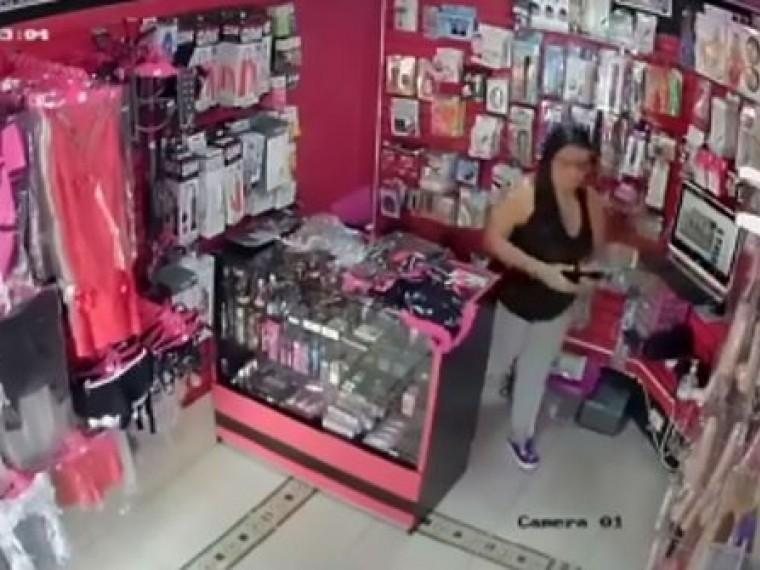 Подружки изКолумбии ограбили сексшоп