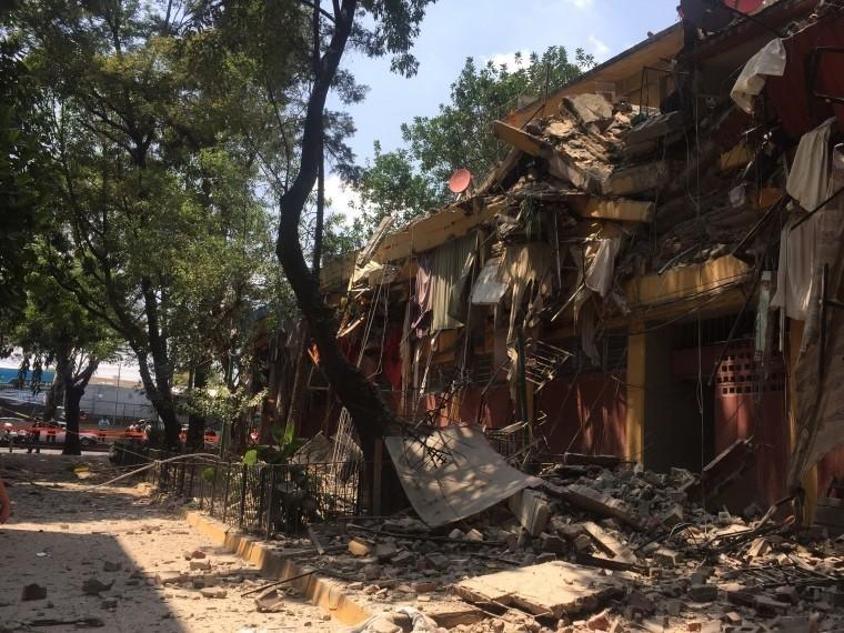 СМИ сообщают оспасении двоих детей изобрушенного здания колледжа вМексике
