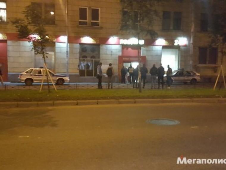 Очевидцы сообщают онападении насетевой магазин вПетербурге