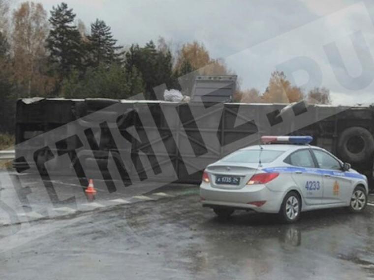 Пятый канал публикует фото сместа крушения пассажирского автобуса под Красноярском