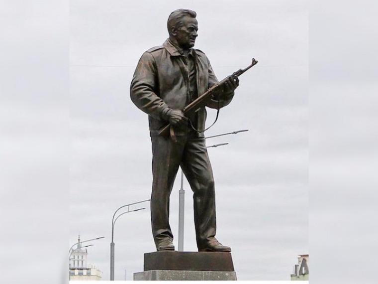 Сергею Лазаревунепонравился памятник Калашникову— певец беспокоится опсихике детей