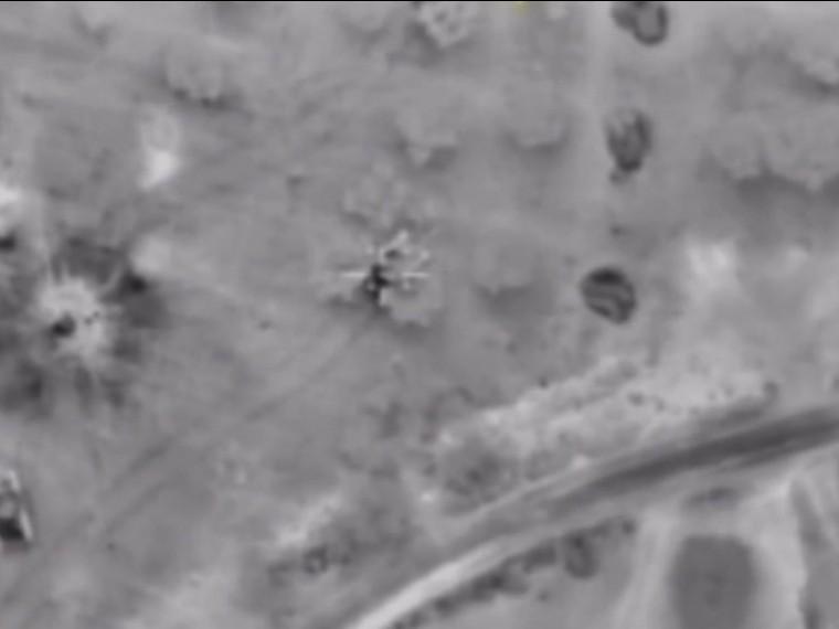 Минобороны РФобнародоваловидео авиаударов побоевикам Аль-Каиды*, которые взяли вкольцо российских военных