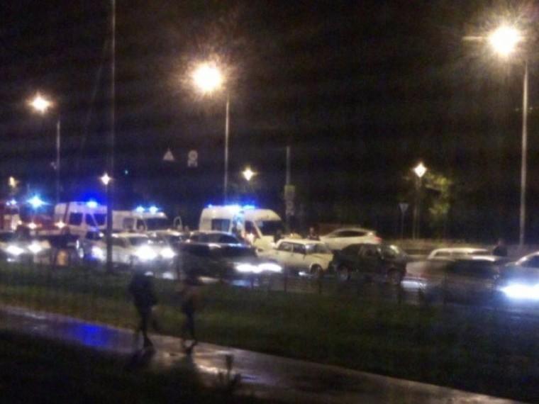 Очень длинный паровозик: 9 автомобилей столкнулись наокраине Омска