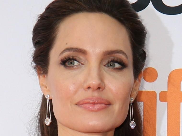 СМИ: Джоли озверела после очередного вопроса оразводе сПиттом