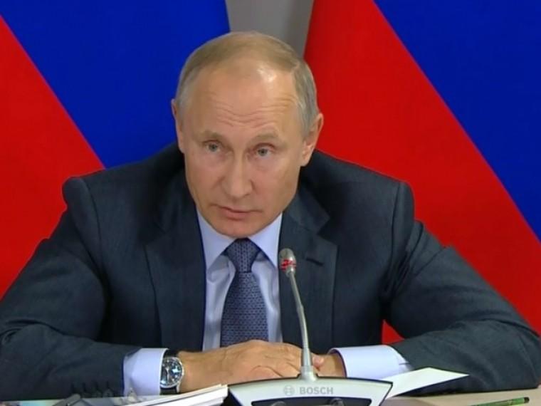Владимир Путин призвал усилить контроль занелегальными перевозками вРоссии