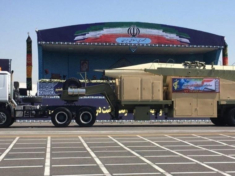 Иран успешно испытал новую баллистическую ракету снесколькими боеголовками