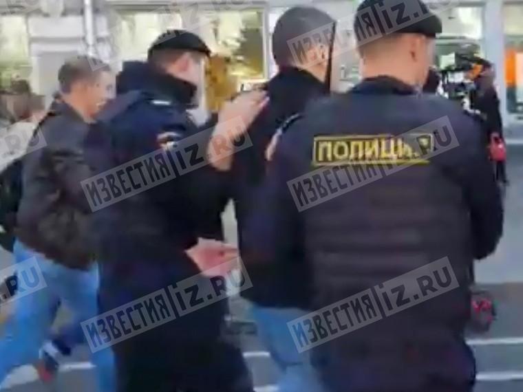 Пятый канал публикует кадры задержания оппозиционера Сергея Удальцова