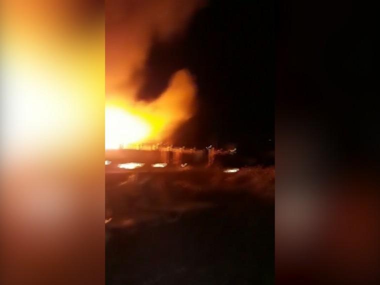 «Бармен делал Б-52»— очевидец запечатлел начало ужасающего пожара вЛазаревском