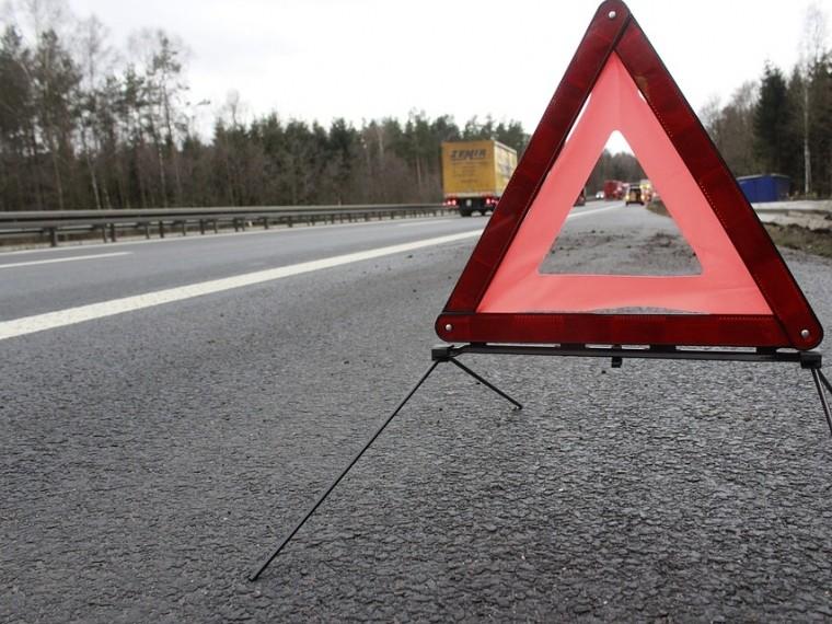 Рейсовый автобус илегковое авто столкнулись вИркутской области— один человек погиб, трое пострадали