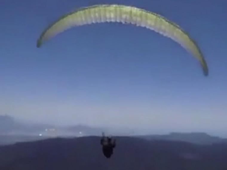 Пятый канал публикует видео падения парашютиста изРоссии вТурции