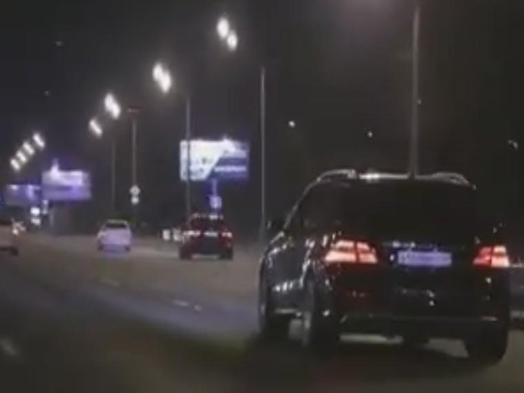 Беспечные гонки «бессмертных» мажоров наКутузовском проспекте попали навидео