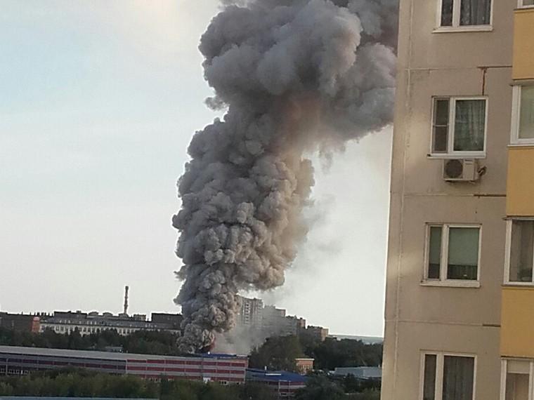 ВЧехове произошел пожар натерритории мебельной фабрики