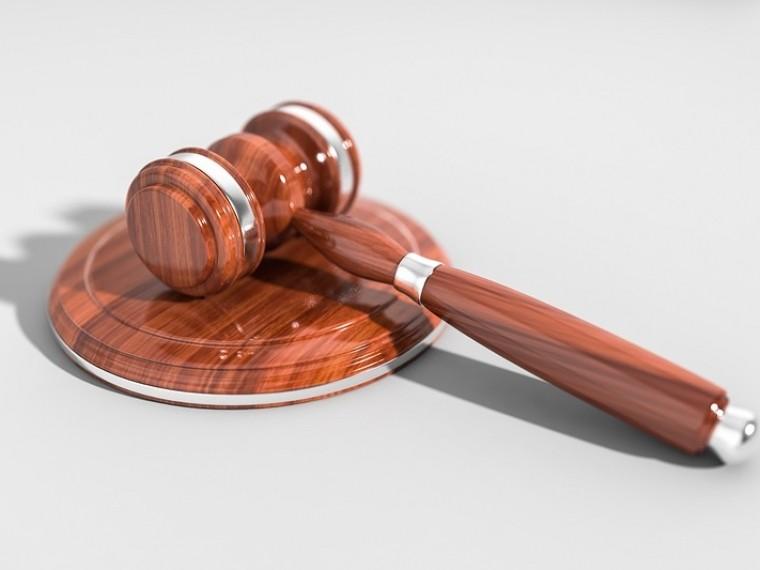 Суд вПерми оправдал юношузаубийство хулигана, напавшего наего отца