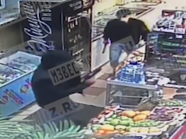 Погром продуктового магазина вМоскве попал накамеры видеонаблюдения