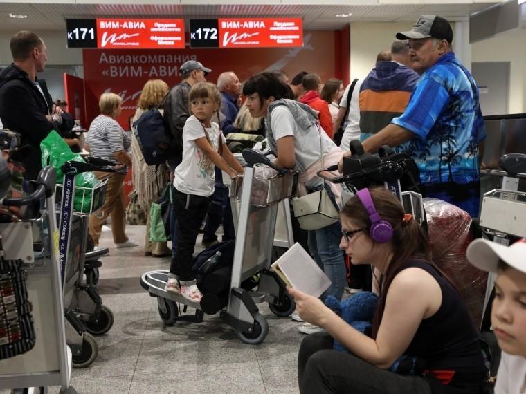 прекращения деятельности вим-авиа тысячи туристов застряли аэропортах