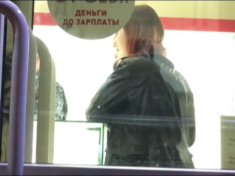 Первое видео сместа перестрелки вПетербурге, где СОБР задержал грабителей ювелирного магазина