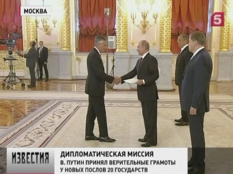 Новый посол США вРоссииДжон Хантсман вручилверительную грамоту Владимиру Путину