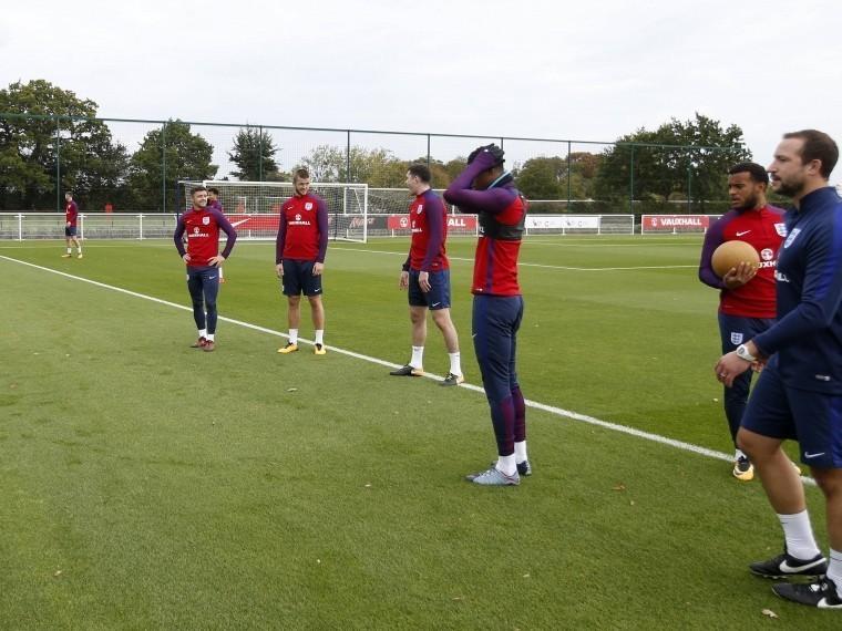 Футбольной сборной Англии неожиданно захотелось пожить напетербургских курортах