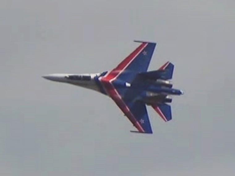 Опубликовано видео авиационных учений «Русских витязей» и«Стрижей»