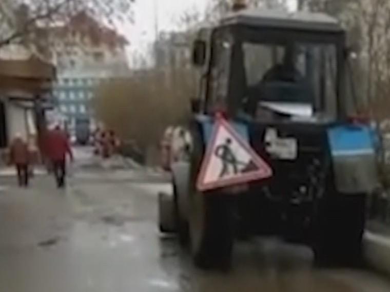 Победа ЖКХ над здравым смыслом: ВЯкутске убирают снег, которого нет