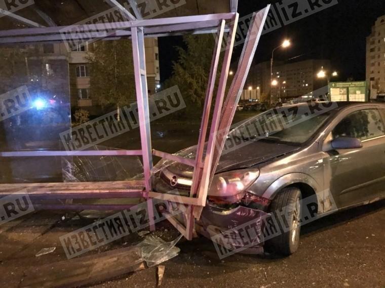 севере петербурга автомобиль влетел остановку